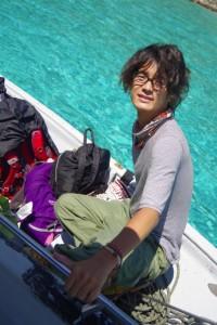プルフンティアン島の海上で船間を移動しました