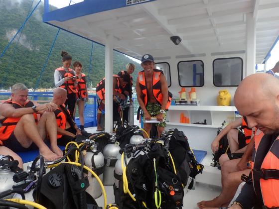 ダイビング前のミーティング