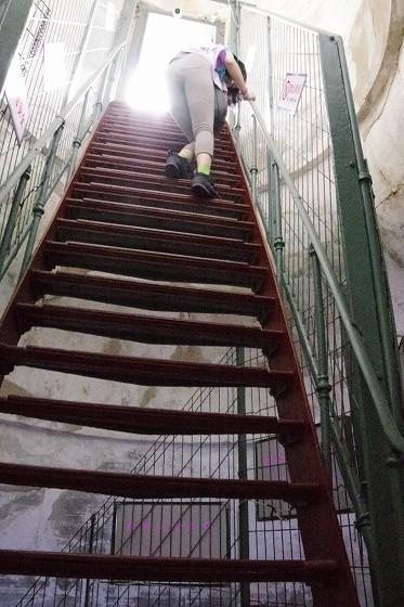 旅順:白玉山の塔の階段