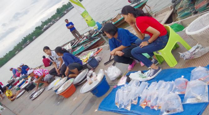 スラタニの日曜日限定、Floating Marketへ♪