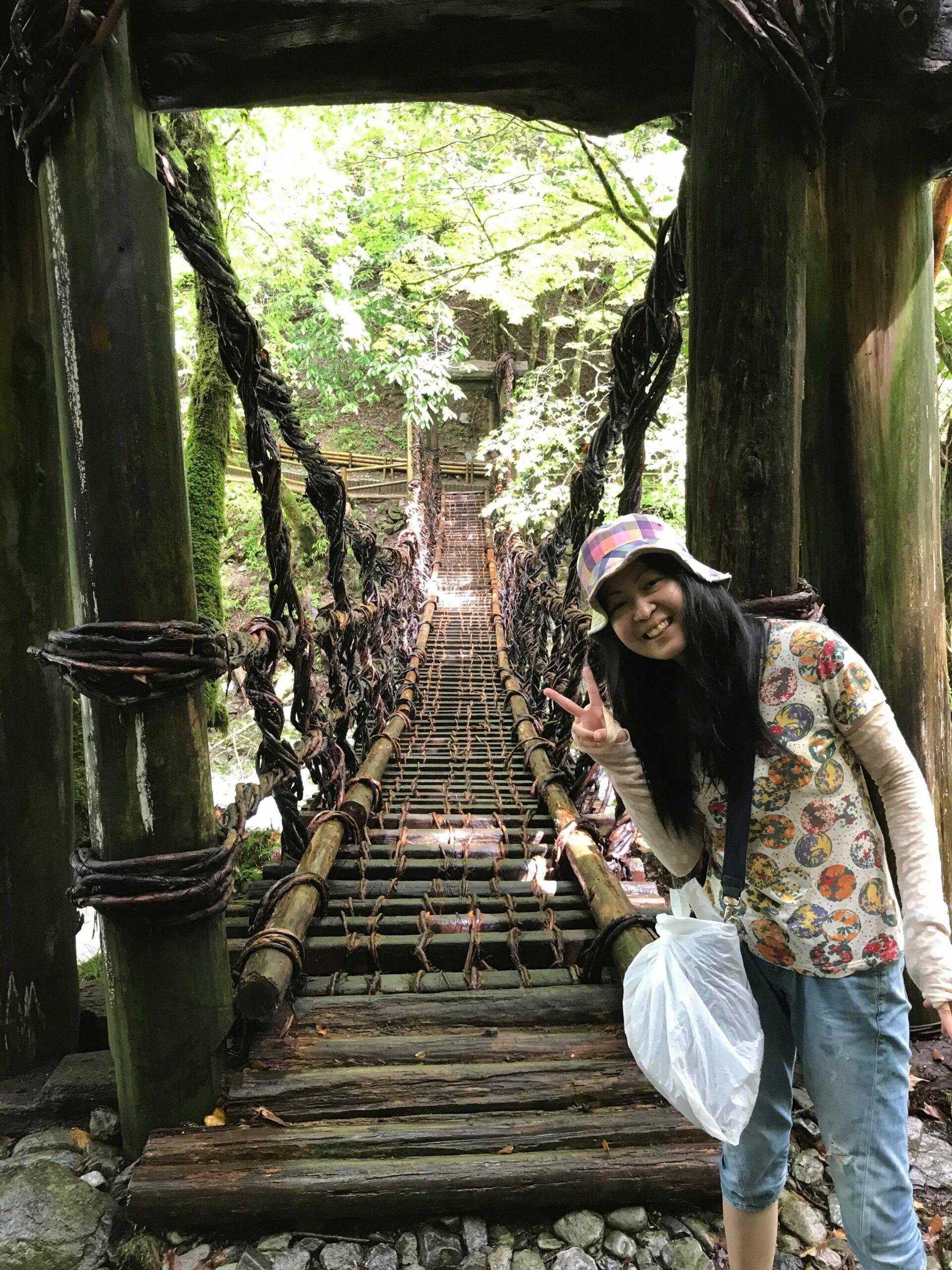 女橋の入口で写真