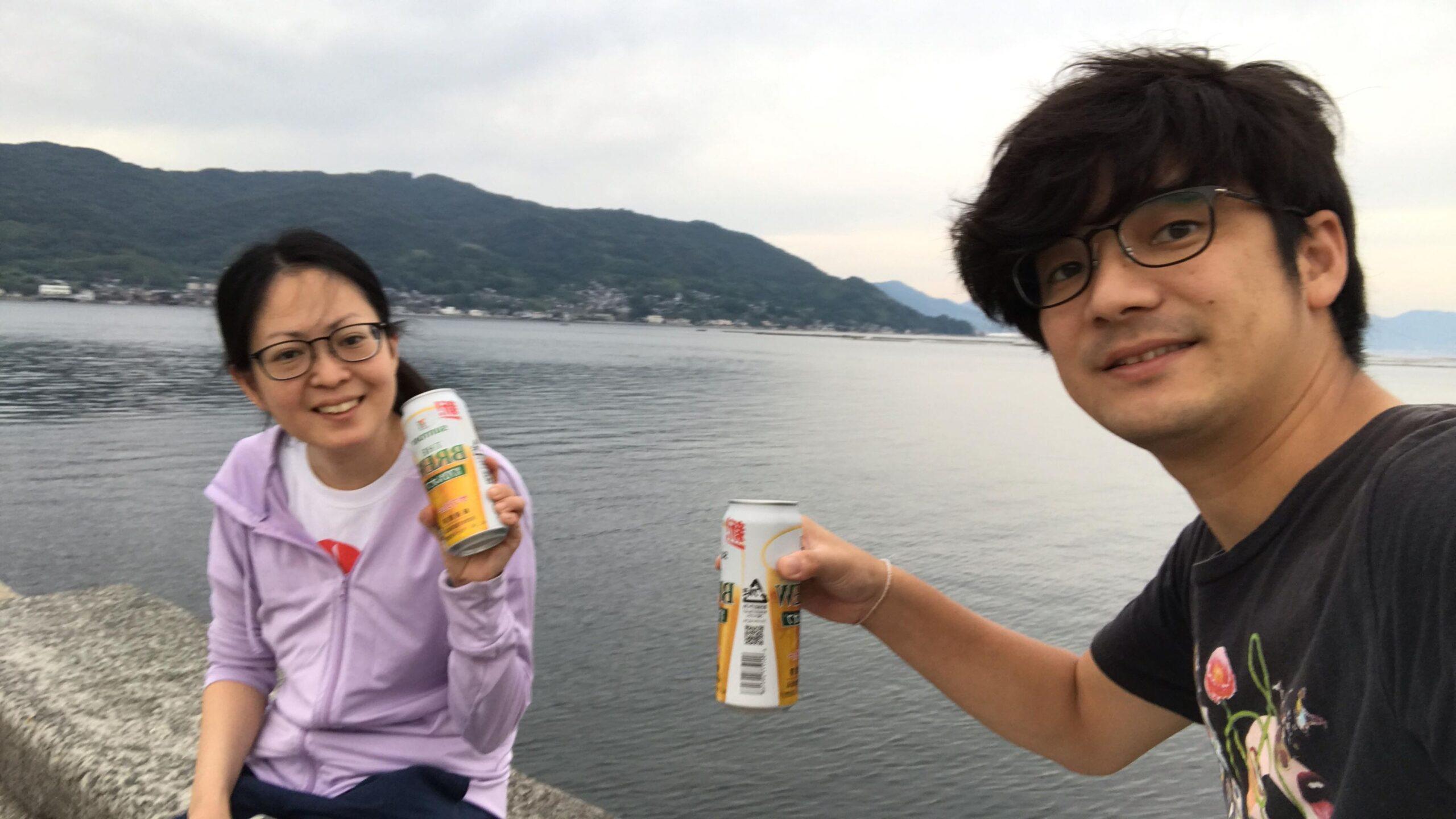 海を見ながらビール
