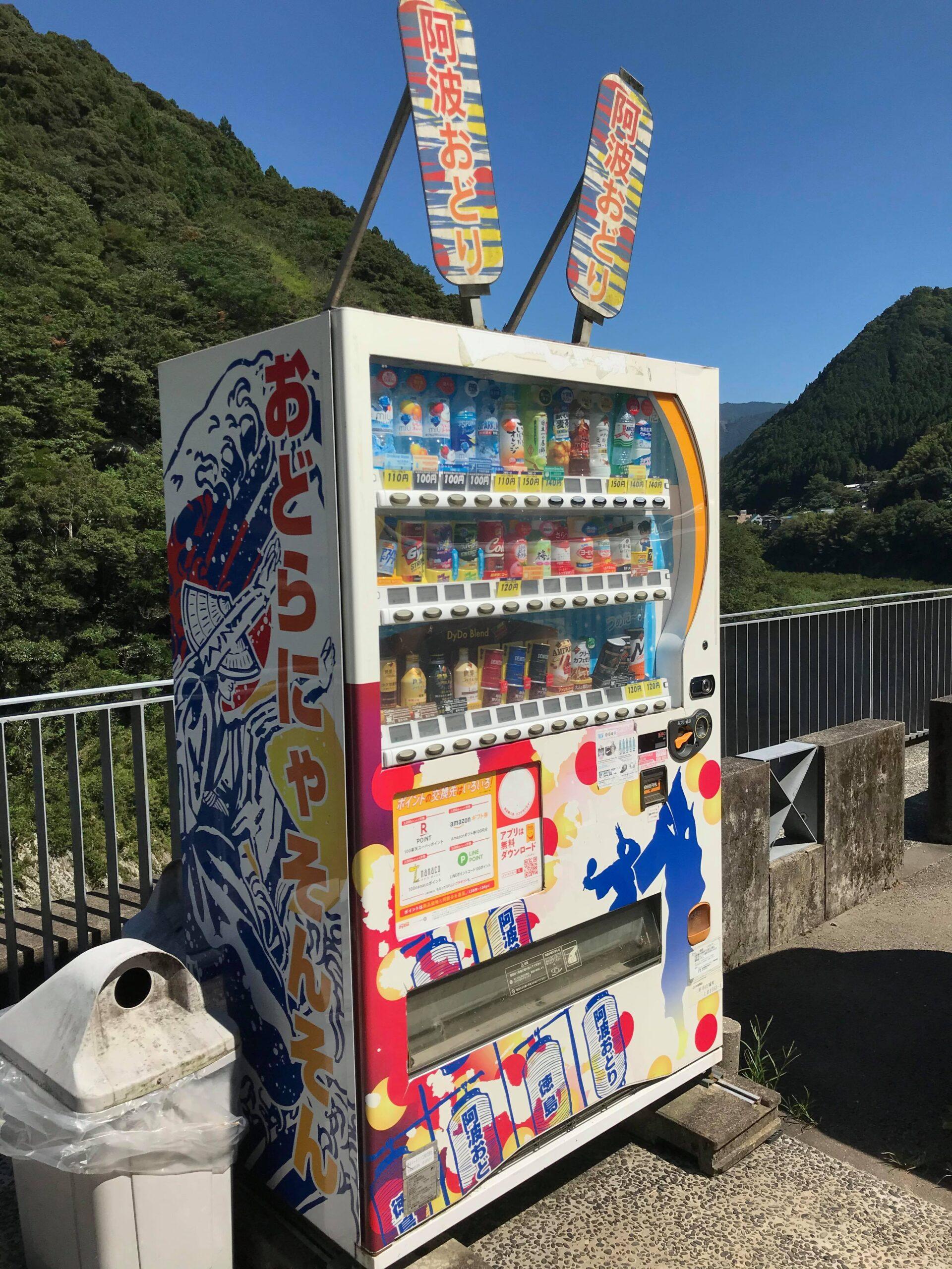 阿波踊りの装飾の自販機